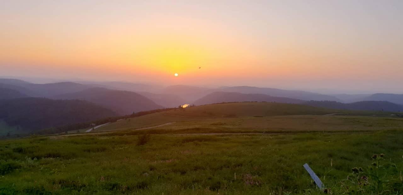 blog montagne coucher soleil 1280x622 - Profitez de l'arrière-saison